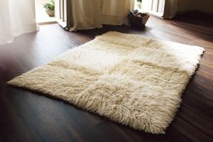 tapis-flokati-blanc-beige